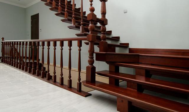 Из какого дерева делают лестницы