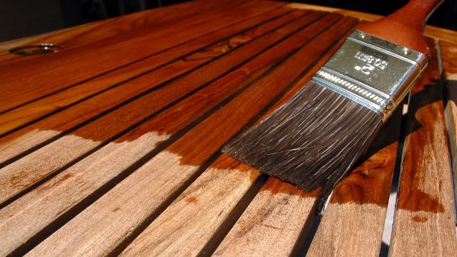 Покраска мебели из дерева